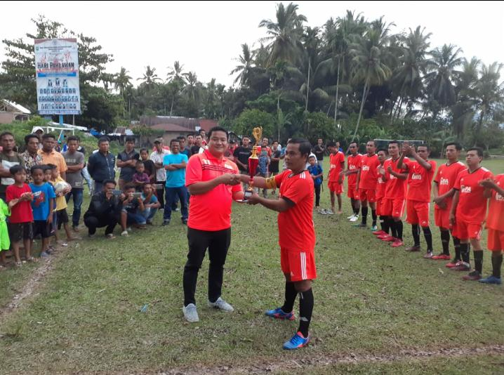 Ketua KONI Tommy Irawan Sandra Tutup Turnamen Sepakbola Old Star Panti Selatan