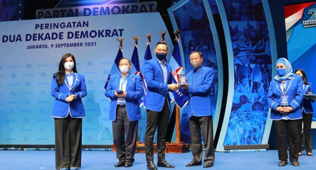 Dihadiri Puluhan Ribu Kader, Demokrat Anugerahkan Penghargaan Untuk 35 Senior Partai